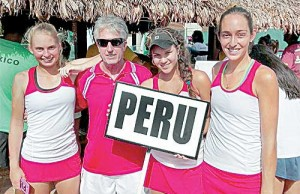 Anastasia Iamackine, el entrenador Percy Melzi, Dominique Schaefer y Bianca Botto.