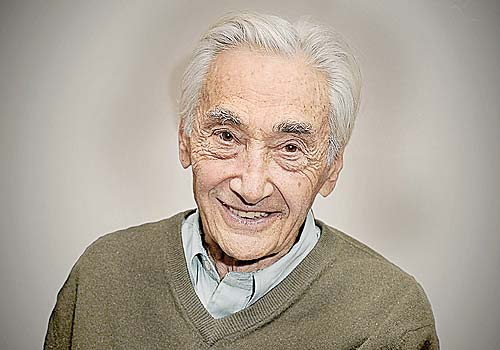 Howard Zinn, historiador estadounidense y profesor en la Universidad de Boston.