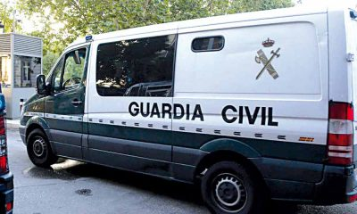 Camioneta custer de la Guardia Civil de España